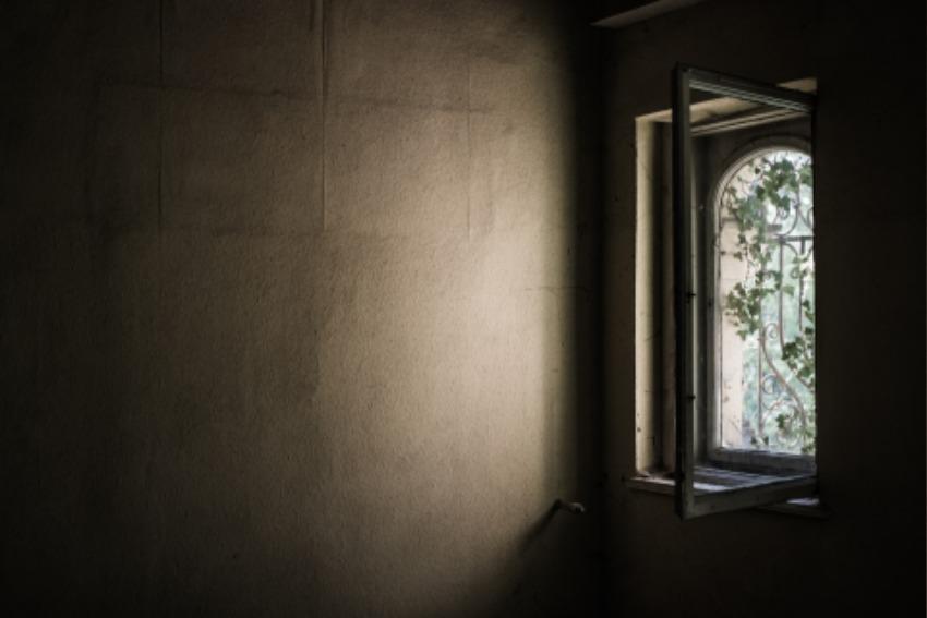 window-1533513_1920.jpg